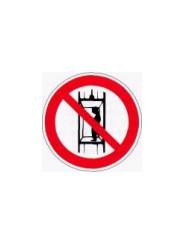 Р 13  Запрещается подъем (спуск) людей по шахтному стволу (запрещается транспортировка пассажиров)